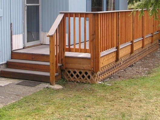 Composite Deck with Cedar Railing