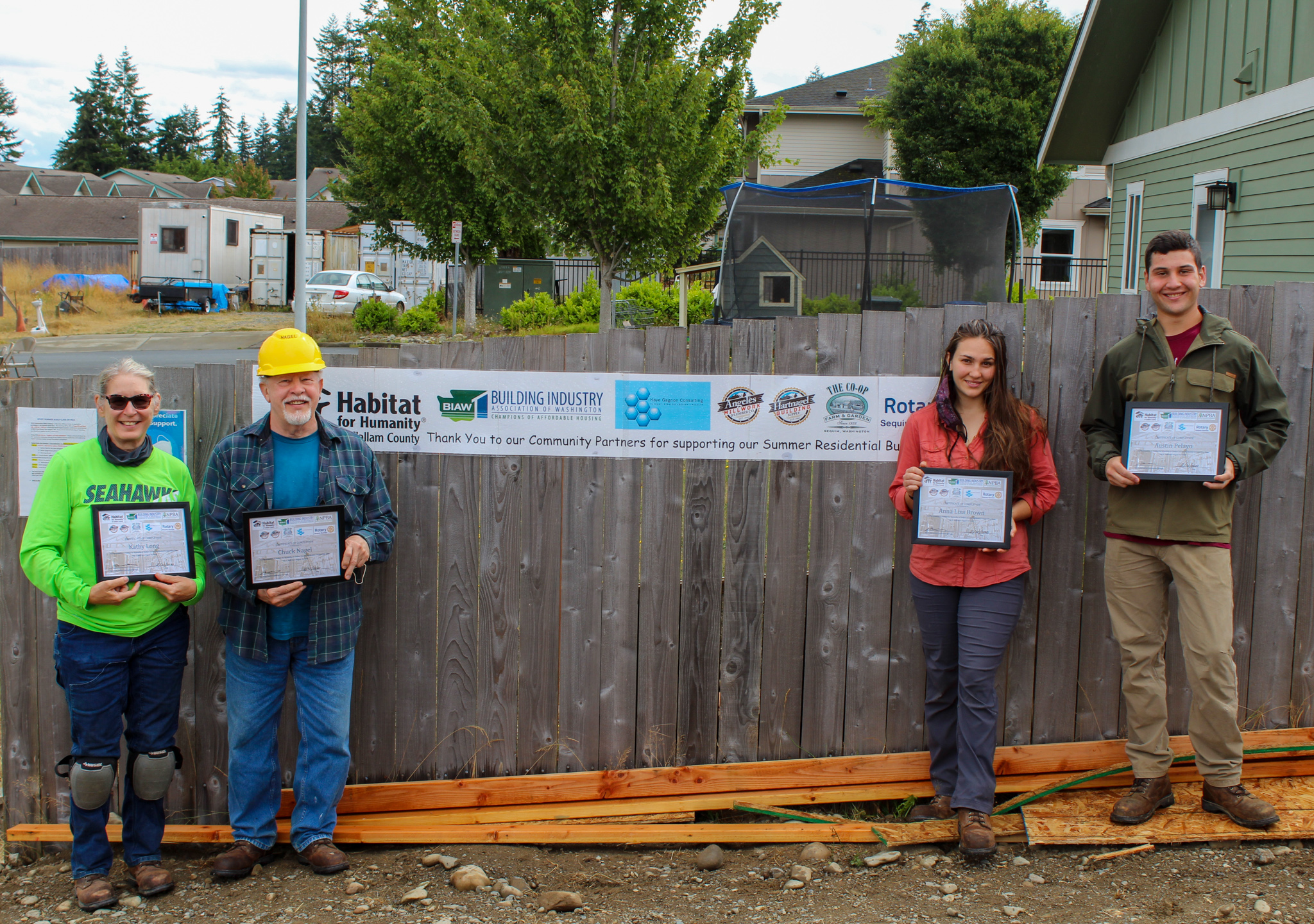 2020 Build class 4 students w certificate